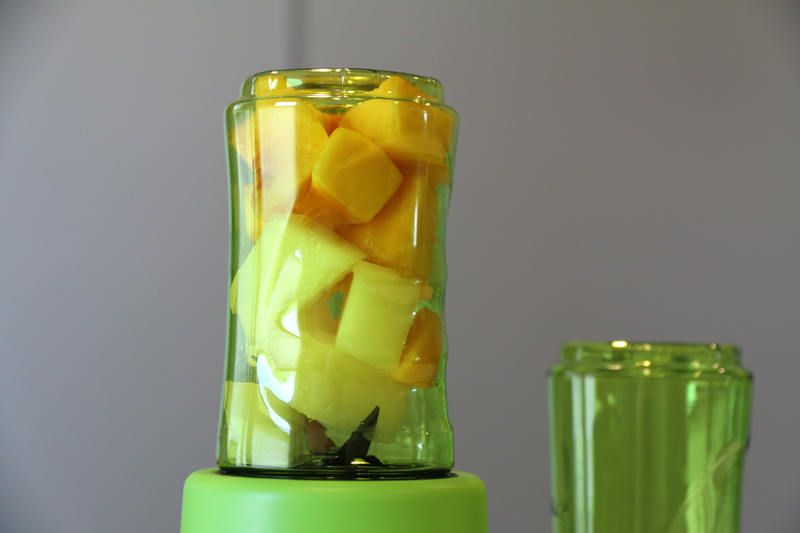 Con las cuchillas de la batidora, podemos batir alimentos y también picar hielo.