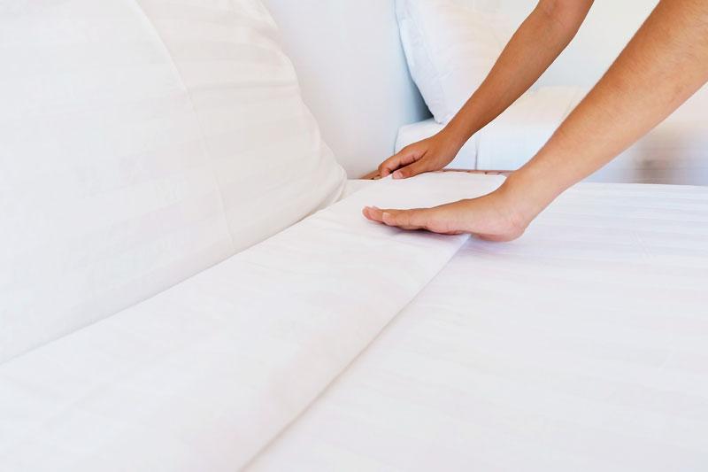 Cómo planchar las sábanas para dormir en una cama recién hecha?
